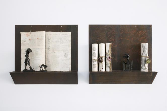 «Poet Walking His Dog» (1994) et «Africa Rising» (1997), de Barbara Chase-Riboud, lauréate du prix Aware en mars 2021, dans une exposition à La Verrière (Bruxelles), en 2020.