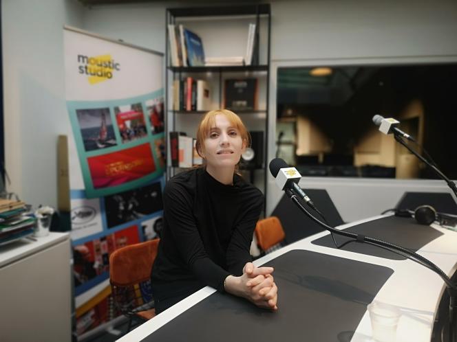 La comédienne Lolita Chammahà l'enregistrement de son podcast pour le Théâtre du Rond-Point, à Paris, le 3 mars 2021.