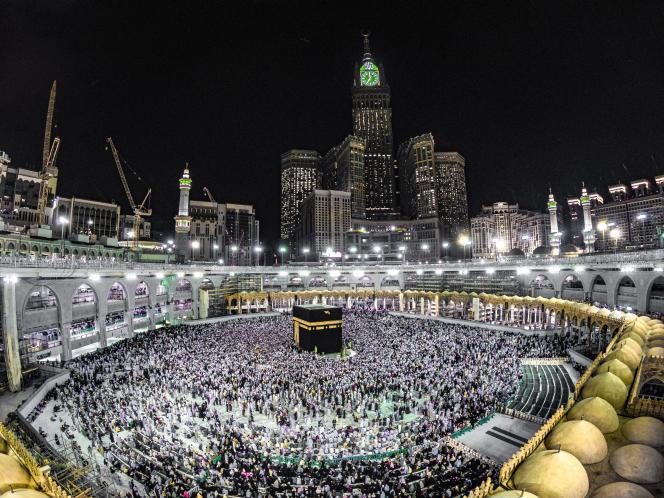 La grande mosquée de La Mecque et la Kaaba (Arabie saoudite), le plus saint des lieux musulmans.