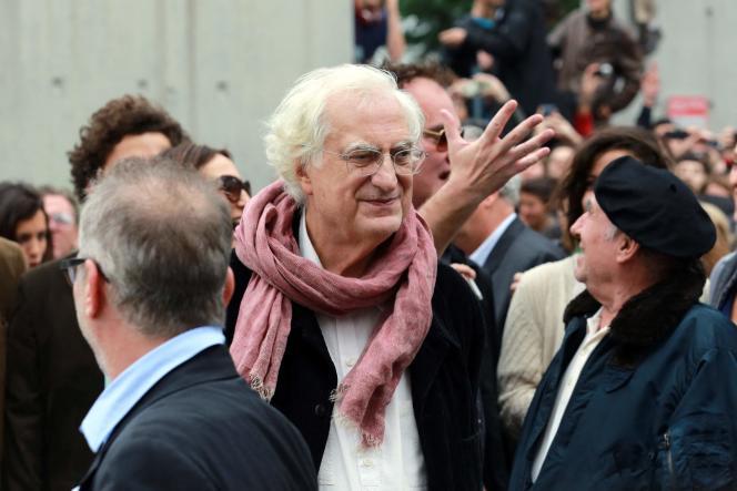 Le réalisateur Bertrand Tavernier lors dutournage du documentaire muet «La sortie des usines Lumière», à Lyon (Rhône), en 2013.