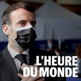 Emmanuel Macron dans un centre de vaccination à Valenciennes, le 23 mars.