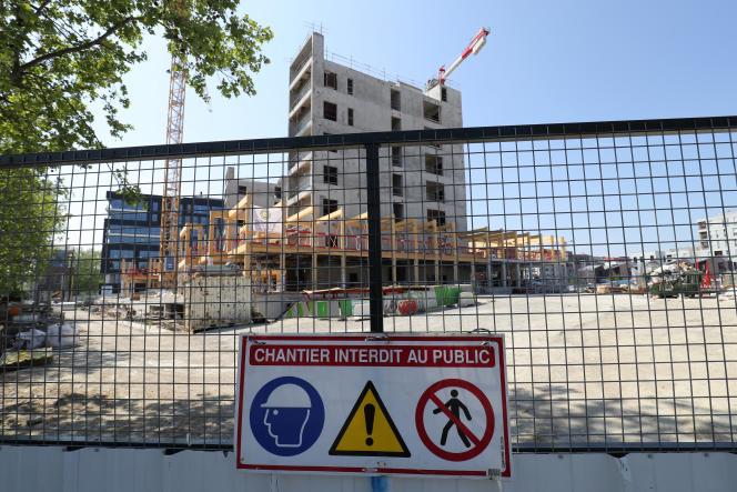 Un chantier à l'arrêt, à Gennevilliers (Hauts-de-Seine), dans la banlieue de Paris, le 20 avril 2020.
