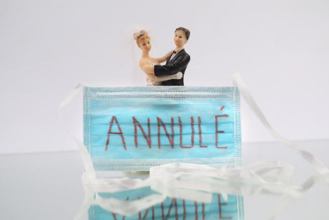 Moins de 150 000 mariages ont été célébrés en 2020, soit 34 % de moins qu'en 2019, selon l'Insee.