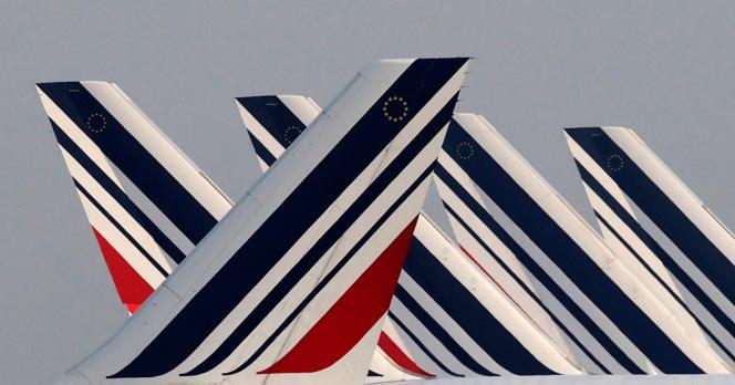 Al timón de varios aviones de Air France estacionados en el aeropuerto Roissy Charles de Gaulle, cerca de París, el 2 de abril.