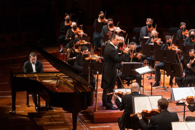 Le pianiste Bertrand Chamayou et le chef d'orchestre Tugan Sokhiev en concert, en mars 2021, à Toulouse.