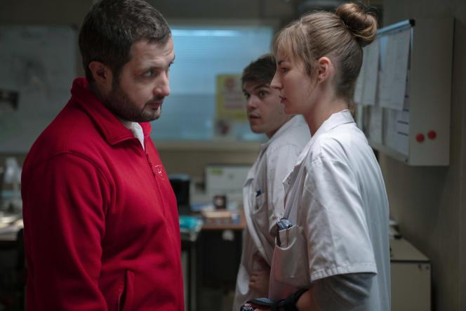 Karim Leklou (Arben Bascha) et Louise Bourgoin (Chloé Antovska) dans la saison2 de la série«Hippocrate».