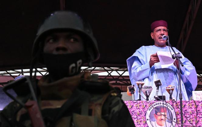 El presidente electo de Níger, Mohamed Bazoum, habla en Niamey tras el anuncio de su victoria el 23 de febrero de 2021.