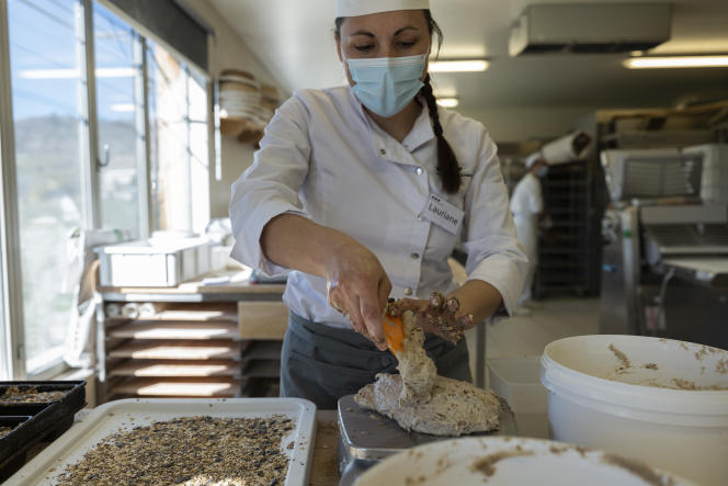 Lauriane Delarue sueña con ofrecer su línea de panes y pastas fermentadas.  En Noyers-sur-Jabron (Alpes-de-Haute-Provence), 24 de marzo.