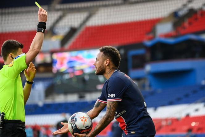 Neymar a été expulsé après deux gestes d'humeur dans le match.