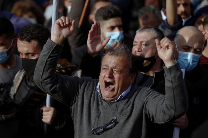 Lors d'une manifestation contre le gouvernement libanais, près du palais présidentiel àBaabda, au sud de Beyrouth, le 27 mars.