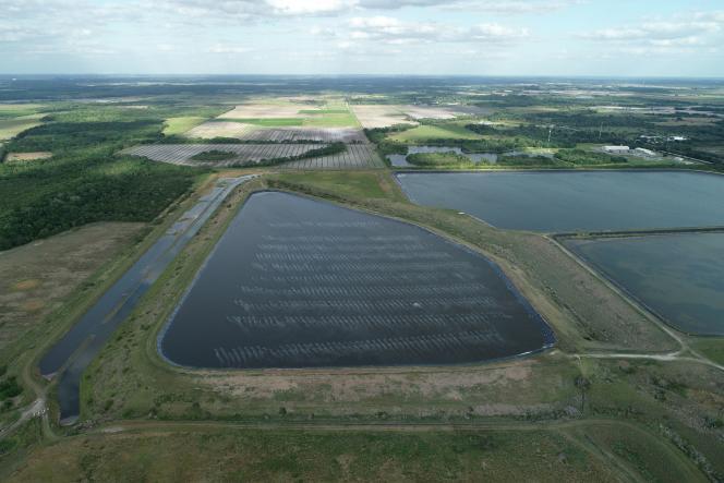 Le réservoir d'une ancienne usine de phosphate présente une brèche qui pollue les environs, le 3 avril àPiney Point (Floride).