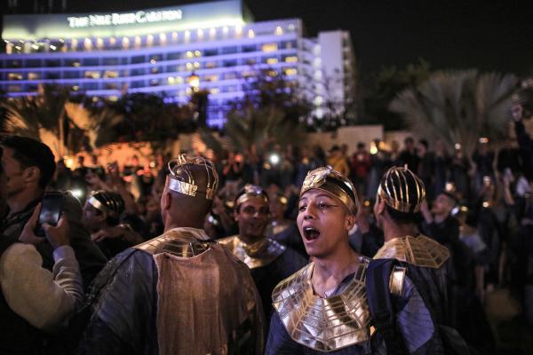 Selama Parade Emas Firaun, 18 raja dan 4 ratu melakukan perjalanan dalam urutan kronologis, masing-masing dengan kereta yang dihias.