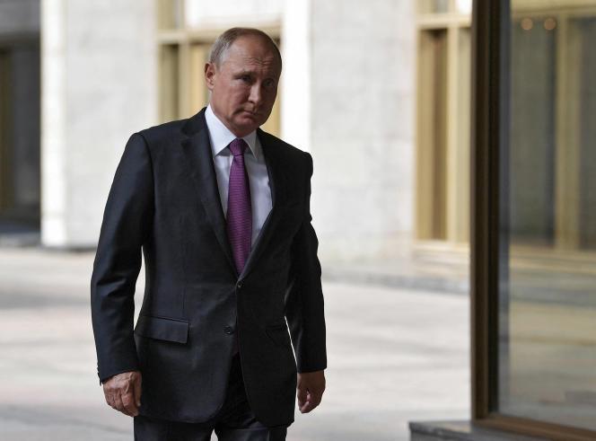 Le président russe, Vladimir Poutine, se rend dans un bureau de vote à Moscou, le 9 septembre 2018.