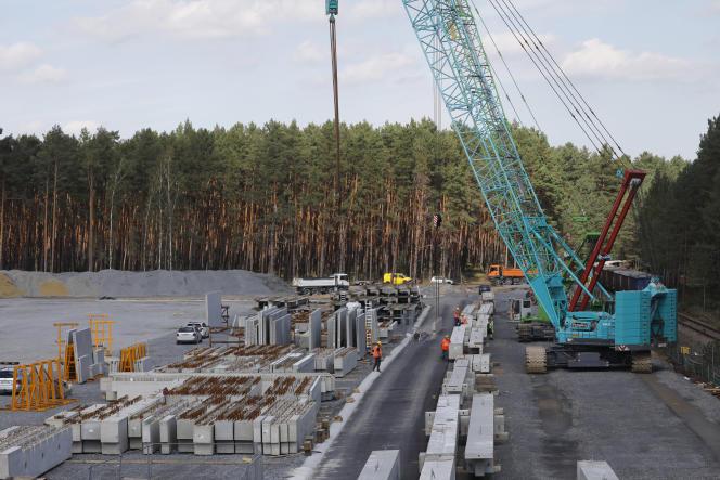 Sur le chantier de la Gigafactory de Tesla, à Grünheide, près de Berlin, le 3 septembre 2020.