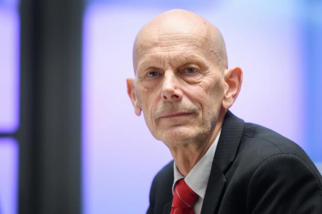 Daniel Koch, le16 mars 2020, avant une conférence de presse, à Bern, lors de laquelle il a déclaré l'état d'urgence sanitaire face à la propagation du Covid-19.