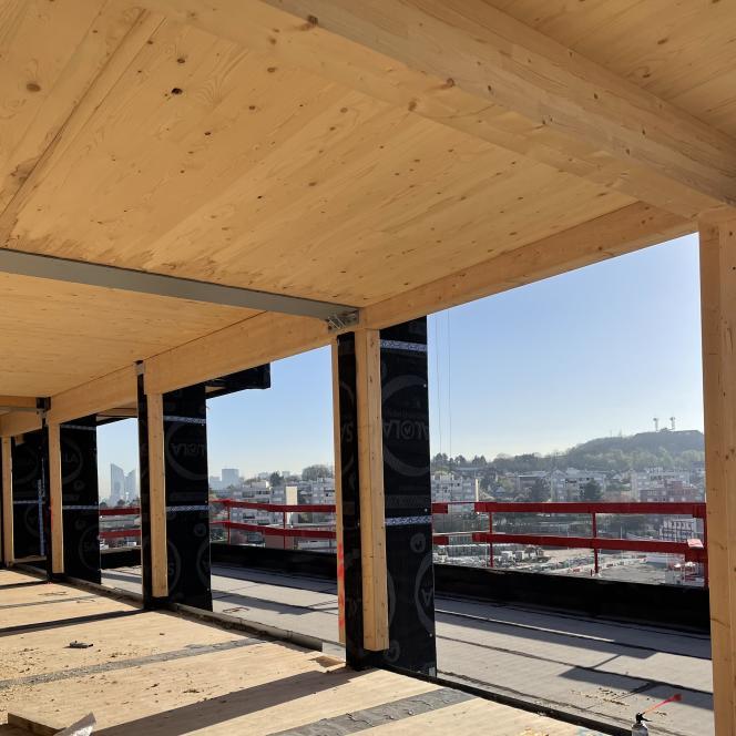 La structure en bois massif de la résidence Petraea, sur le chantier de Rueil-Malmaison (Hauts-de-Seine), le 31 mars.