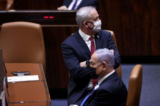 Le premier ministre israélien, Benyamin Nétanyahou, et son ministre de la défense, Benny Gantz, le 6 avril 2021 à la Knesset, à Jérusalem.