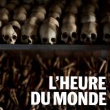 Les crânes et les os de victimes du génocide des Tutsi sont installés sur les étagères d'un mémorial situé dans l'église deNyamata, au Rwanda. (AP Photo/Ben Curtis).