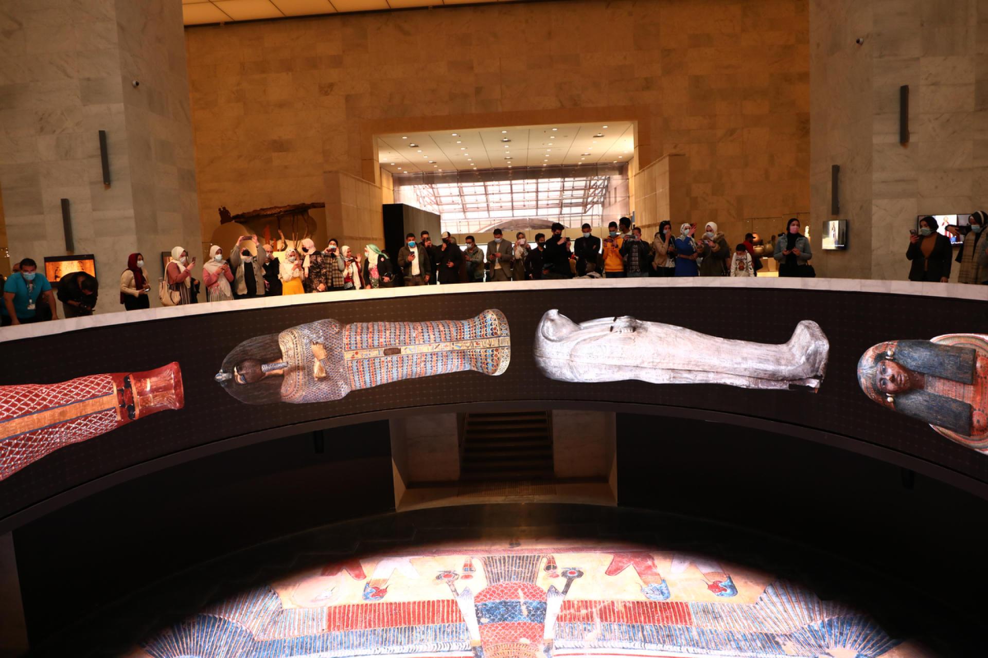 Le 4 avril 2021, les vingt-deux momies sont présentées dans la hall principal du nouveau Musée national de la civilisation égyptienne, à Fostat, au Caire.