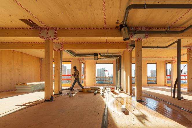 Sur le chantier en cours du promoteur immobilier de bâtiments en bois Woodeum, à Pantin (Seine-Saint-Denis), en décembre2020.