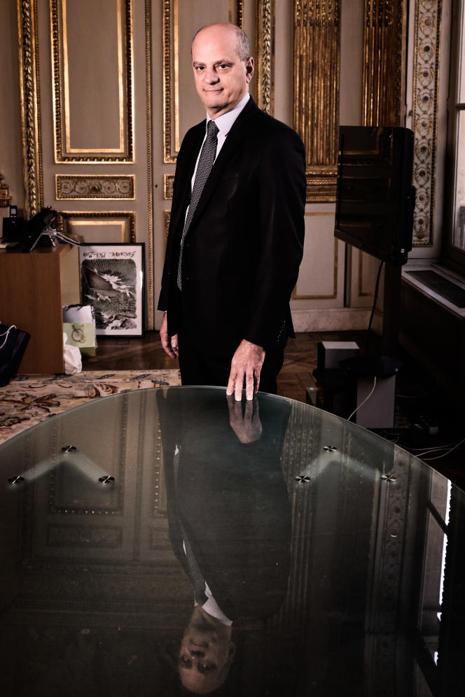 Le ministre de l'éducation Jean-Michel Blanquer, dans son bureau de la rue de Grenelle, à Paris, le 8 mars.