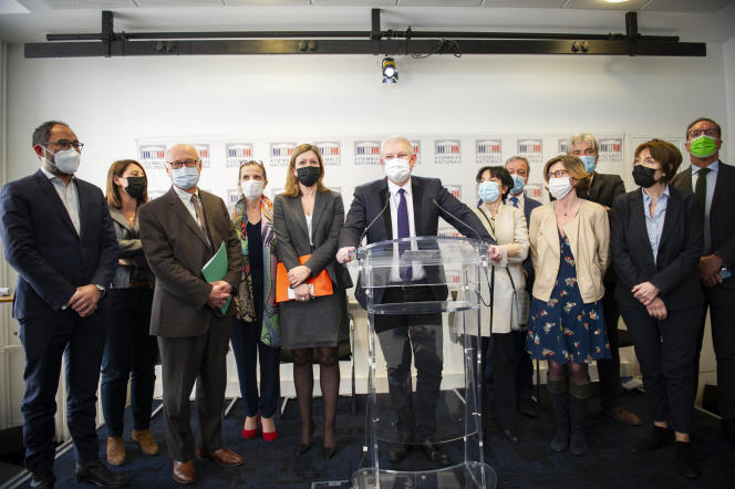 Le député Olivier Falorni donne une conférence de presse sur la proposition de loi sur la fin de vie,à Paris, le 6 avril.