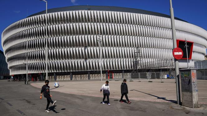 Environ 13 000 personnes pourraient assister aux matchs de l'Euro de football dans le stadeSan Mamés à Bilbao (soit 25 % de la capacité d'accueil)« dans la mesure où les conditions sanitaires parfaites seront atteintes », selon la presse espagonle.