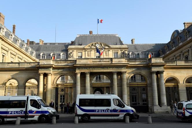 Devant l'entrée du Conseil d'Etat, à Paris, en 2018.