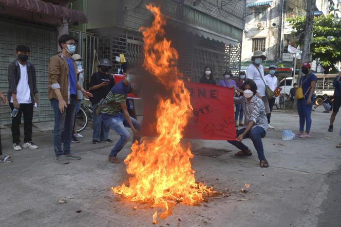 Lors d'une manifestation à Rangoun, en Birmanie, le 7avril.