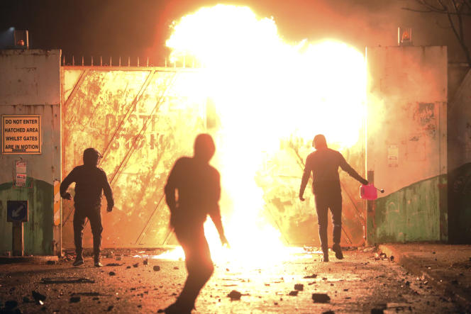 Les incidents en Irlande du Nord font ressurgir le spectre des « Troubles »,trois décennies sanglantes d'affrontements entrerépublicains etunionistes, qui ont fait 3500morts.