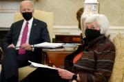 Le président américain, Joe Biden, et la secrétaire d'Etat au Trésor des Etats-Unis, Janet Yellen, à la MaisonBlanche, le 29 janvier 2021.