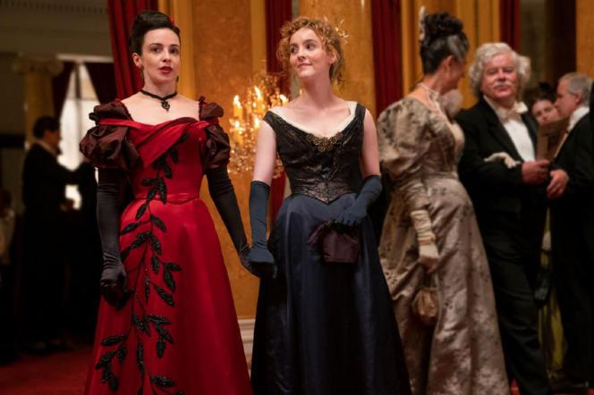 Amalia Tru (Laura Donnelly, à esquerda) e Penance Adair (Anne Skelly).