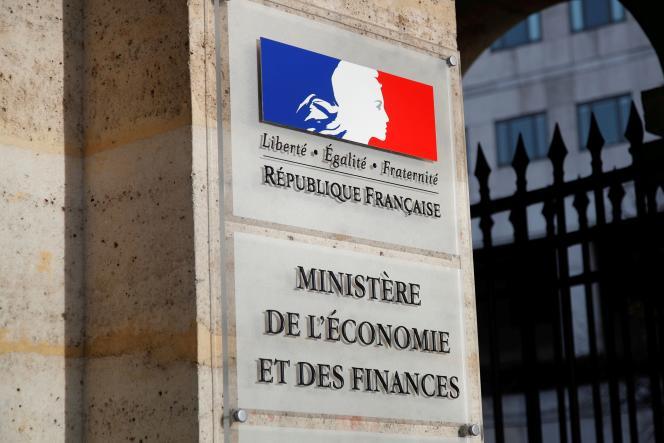 Le logo du ministère des finances de Bercy, à l'entrée principale du ministère, à Paris, en France, le 28 octobre 2019.