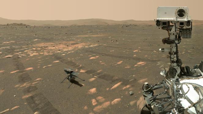 Image prise le 6 avril par le rover Perseverance (au premier plan), montrant le drone Ingenuity qu'il a largué sur le sol martien.