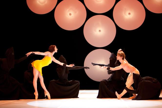 «Le Marteau sans maître» (1973), chorégraphie de Maurice Béjart, reprise au Palais Garnier à Paris en 2010 avec le Béjart Ballet Lausanne.