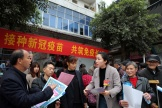 Opération de communication sur la vaccination contre le Covid-19, à Chongqing, en Chine, le 8 avril.