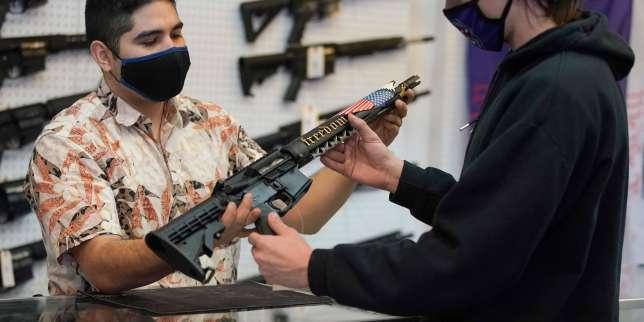 Face aux tueries de masse, Joe Biden s'attaque au marché des armes à feu