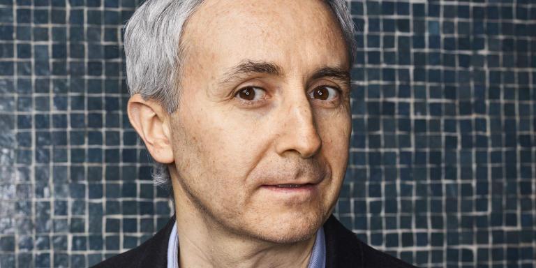 Ivan Jablonka, historien et écrivain français, professeur d'histoire contemporaine à l'université Paris-XIII. Photographié dans le hall de son immeuble le 2 décembre 2020 à Paris.