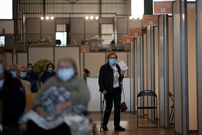 Dans un centre de vaccination installé dans le hall d'exposition de Nantes (Loire-Atlantique), le 9 avril 2021.