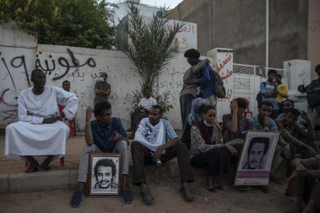 Les comités de résistance de Khartoum ont organisé un événement en musique pour inaugurer une plaque symbolique rebaptisant une rue du nom d'Abdeslam Kisha, mort le 3juin 2019 lors de la dispersion sanglante du sit-in par la police et des milices paramilitaires.