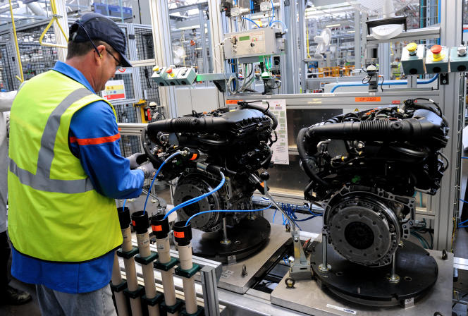 Dans l'usine PSA de Douvrin (Nord), en octobre 2013.