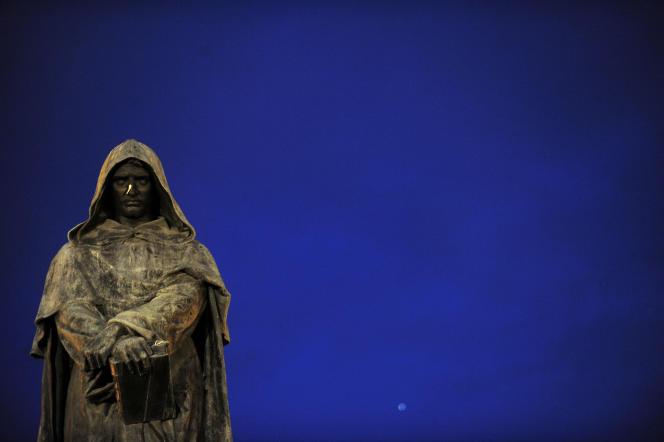 Estátua de Giordano Bruno em Roma, erguida no local onde um ex-monge foi queimado.