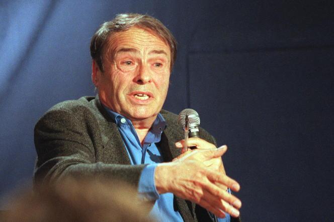 Pierre Bourdieu s'adresse au public du forum organisé par une FNAC parisienne le 07 octobre 1998.
