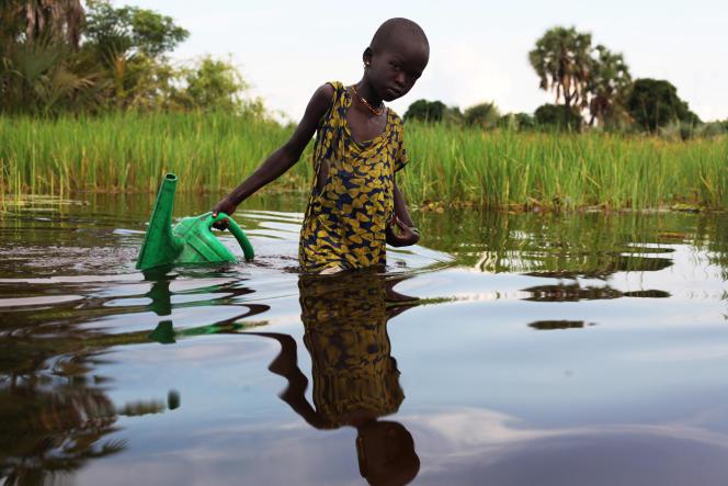 Une jeune Sud-Soudanaise près de la ville de Nyal, en août 2018.