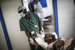 Dans un hôpital de Libreville, en août 2016.