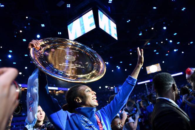 Siraba Dembélé-Pavlovic, après la victoire des Bleues à l'EHF Euro 2018 féminin de handball, à Paris, le 16 décembre 2018.