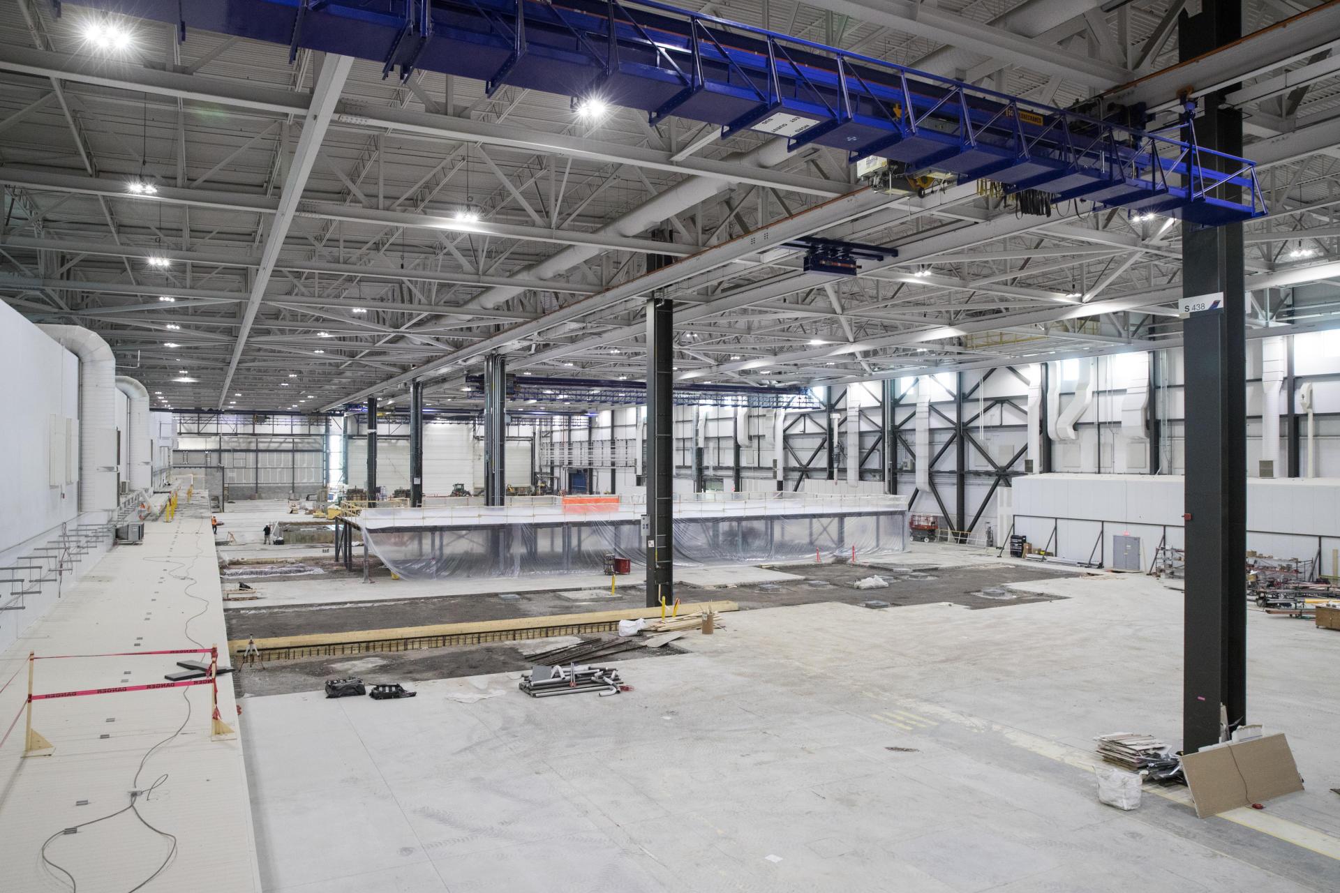 Le hangar,de plus de 1hectare, abritant la future ligne de préassemblage d'Airbus à Mirabel, le 8 avril 2021.