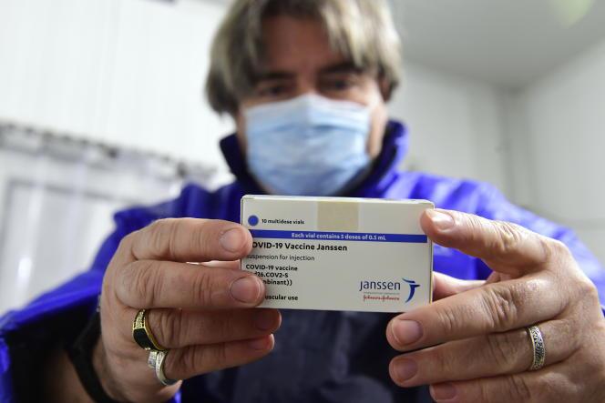 Des vaccins Janssen dans un site de Hungaropharma, un groupe pharmaceutique hongrois, à Budapest, le 13 avril.