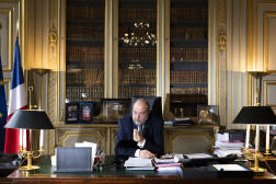 Eric Dupond-Moretti dans son bureau du ministère de la justice, à Paris, le 12 avril 2021.