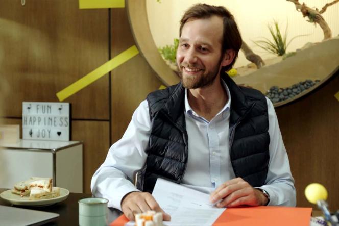 Benjamin Lavernhe en DRH dans la saison 3 de la série« Un entretien», de Julien Patry.